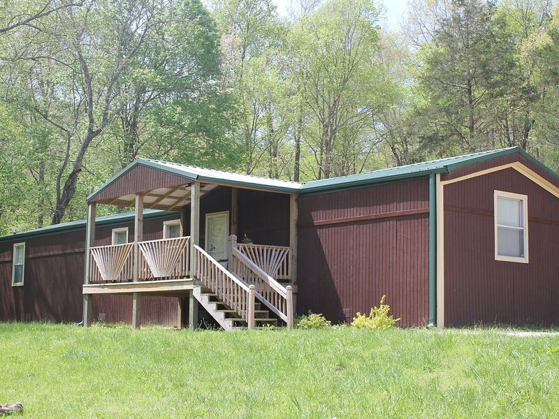 Vacation in the beautiful ozarks, horse back riding, fishing, floating, holiday rental in Black