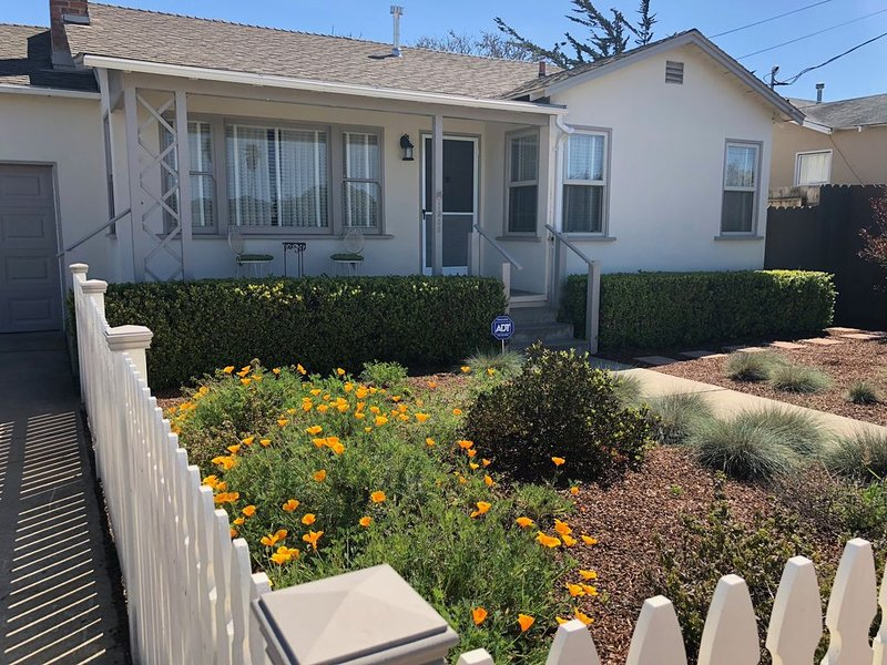 Charming Fifties-Style cottage, vacation rental in Marina