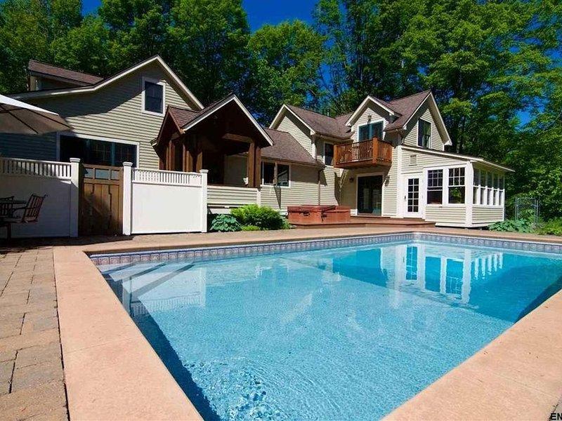 Goose Hollow Manor:  Getaway Near Saratoga Springs, holiday rental in Broadalbin