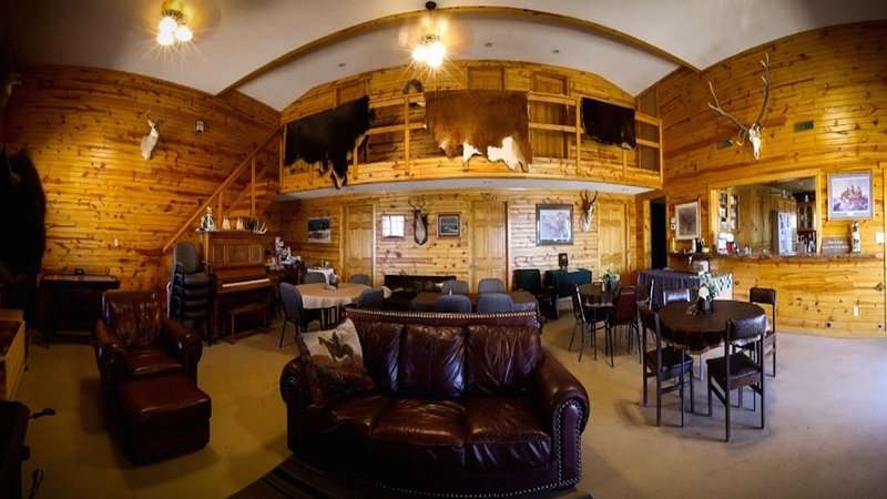 Beautiful, spacious lodge 6 bedroom ranch lodge, holiday rental in Hot Springs