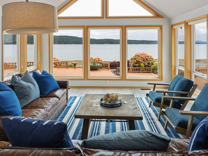 Deep Cleaned - Large Beach Front Home on Hood Canal!!, casa vacanza a Allyn