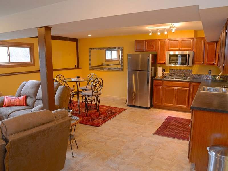 Luxurious Mountain Retreat right outside town of Boulder, holiday rental in Hygiene
