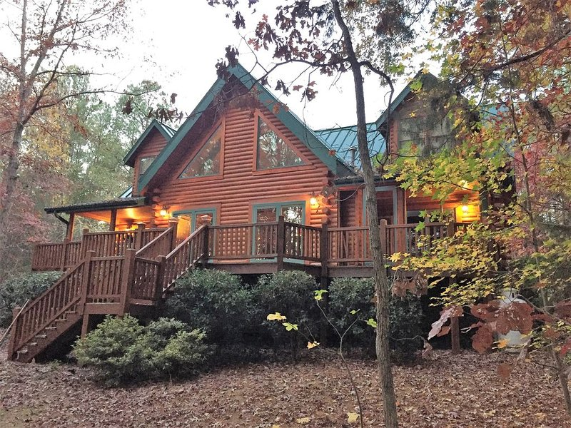 Gorgeous lakefront log home on secluded cove with private beach and boat dock, holiday rental in Blair