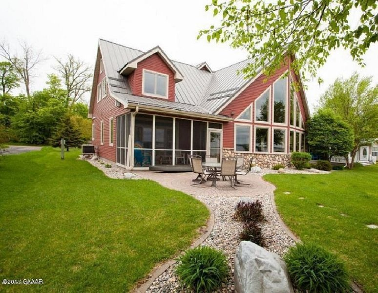 Amazing Home & Lake Shore on Otter Tail Lake, holiday rental in Richville