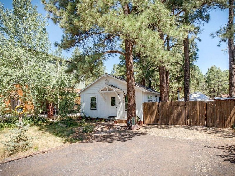 Charming European style house with Yurt and direct National Forest access, holiday rental in Flagstaff