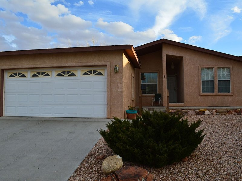 Family friendly Home Close to Lake Powell, Antelope Canyon & Horseshoe Bend, vacation rental in Page