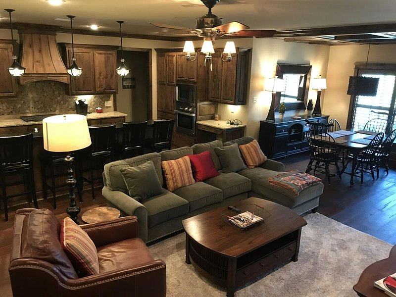 The Retreat at Foxchase- a perfect getaway on Eden Isle., vacation rental in Heber Springs