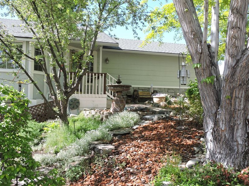 Remarkable Reno Residence, Location Perfect, Beautiful Interior, holiday rental in Reno