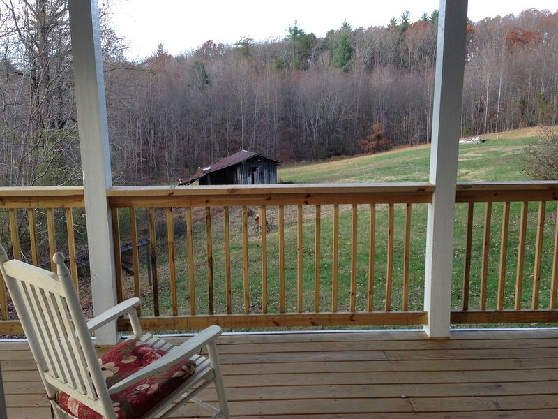 Newly Renovated 2Br/1Ba Country Home W/Gorgeous Views Close To Mountains/City, holiday rental in Lawsonville
