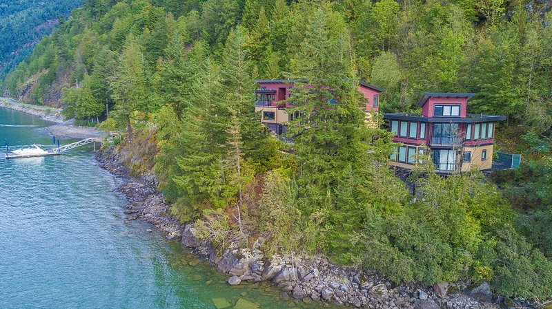 'The Lodge on Harrison Lake' (Carriage House), holiday rental in Lake Errock