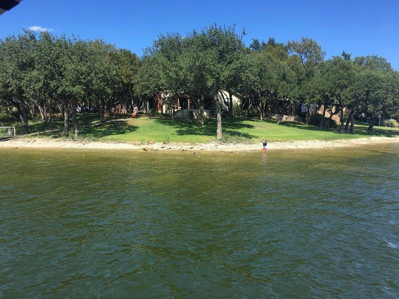 Beautiful Lake Front Getaway!  Lake Brownwood – semesterbostad i Bangs