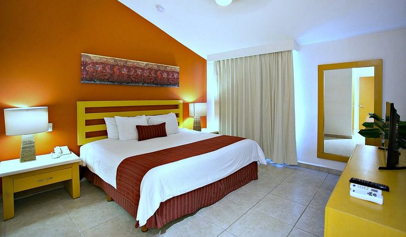 Beachfront Relaxation, All-Inclusive Resort, 2-BR Unit For Up To 7 Persons, holiday rental in Nuevo Vallarta