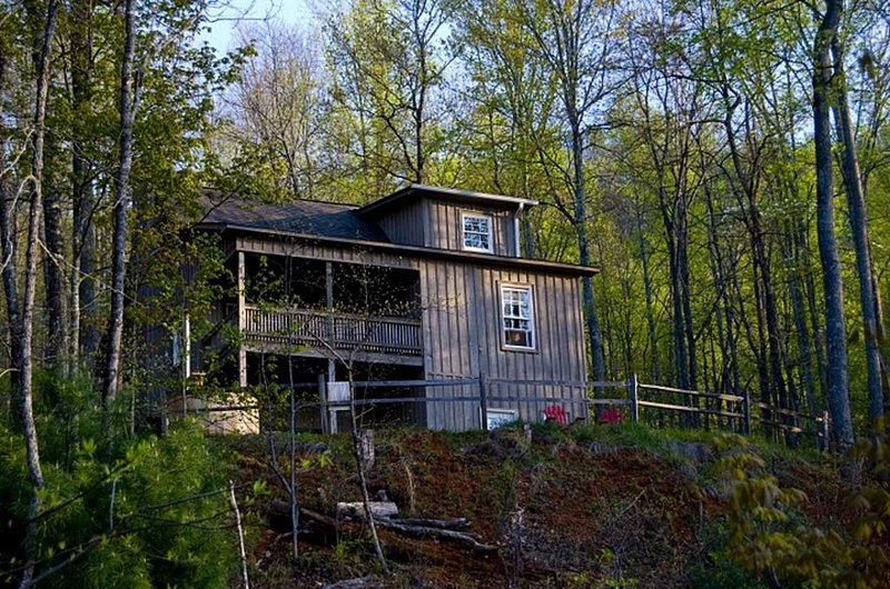 Mountain Cabin Retreat With Breathtaking View, holiday rental in McDonald
