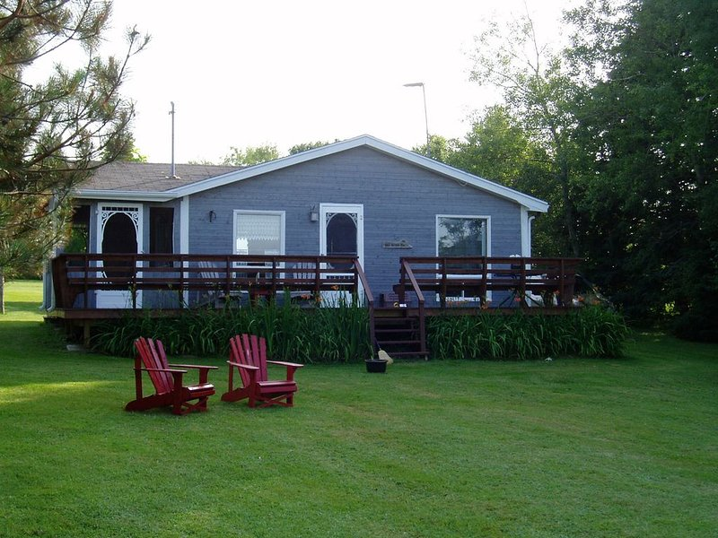 Cozy, private oceanfront cottage with spectacular views in Fortune PEI, holiday rental in Saint Margarets