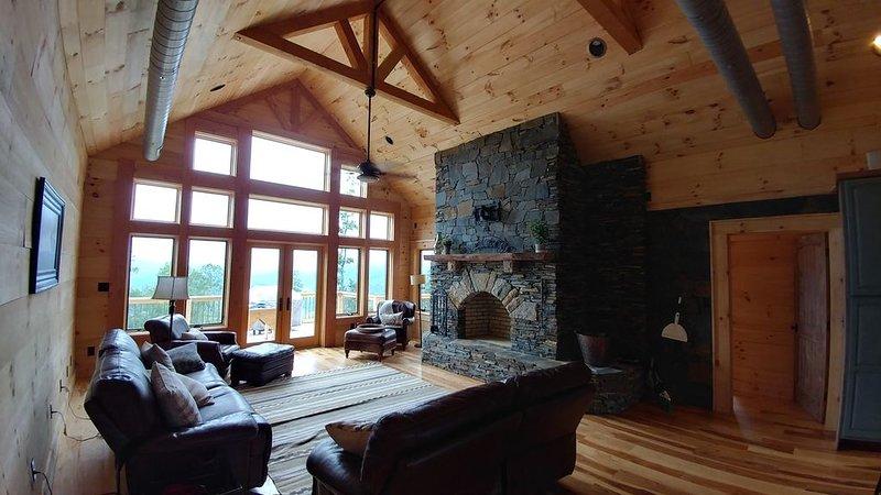 60 Acre Mtn Top retreat 5 Miles from Downtown Banner Elk, vacation rental in Elk Park