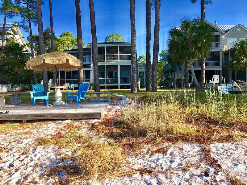 'Legasea,' Old Florida Beachfront Charm with Two Screen Porches, Sleeps 7, vacation rental in Panacea