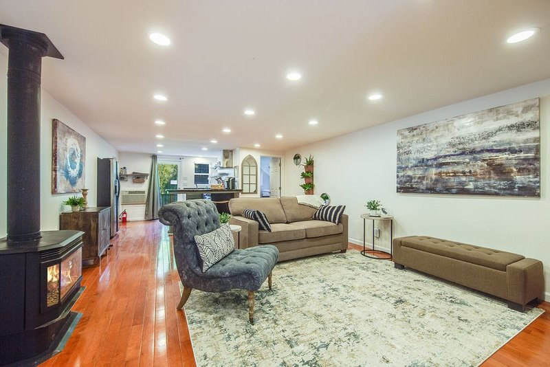 STYLISH- GUEST HOUSE ON A BEAUTIFUL ESTATE, vacation rental in Morgan Hill