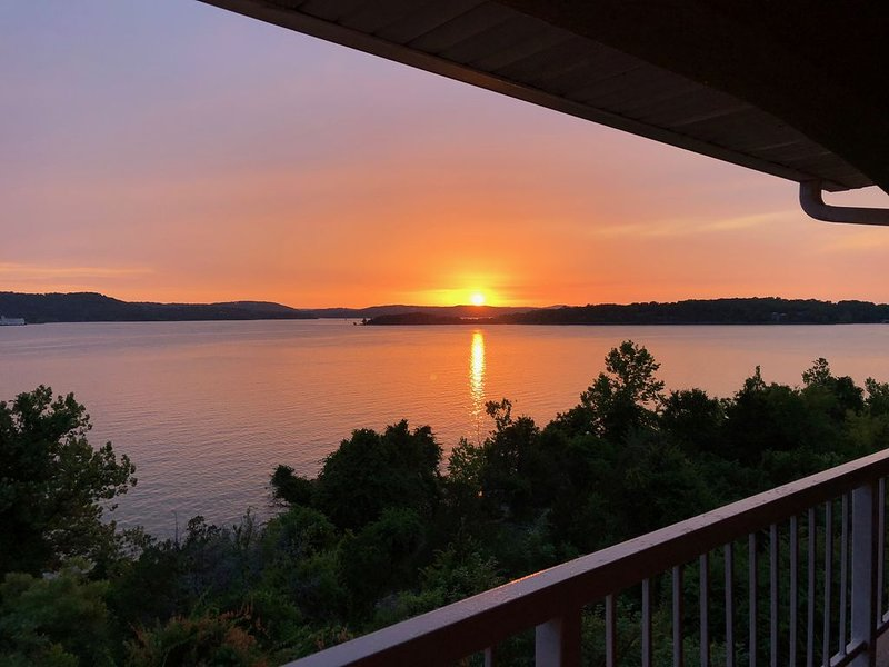 Crown Jewel at Emerald Point, holiday rental in Branson