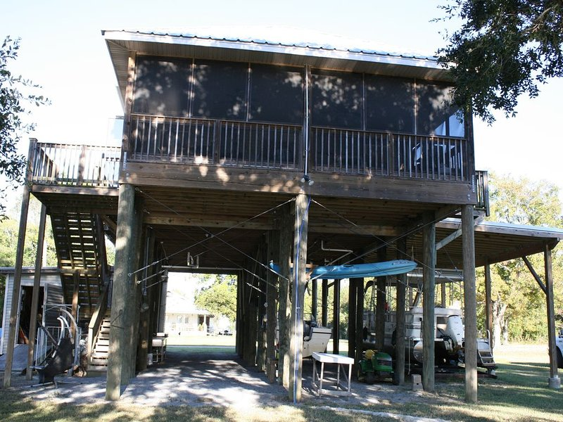 Camp'Inn Waterfront Paradise!  You won't want to leave!, casa vacanza a Pearlington