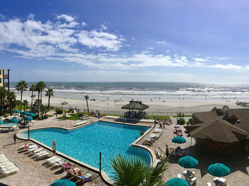 Oceanfront & Beachfront Condo with Private Balcony!! Remodeled!, casa vacanza a South Daytona