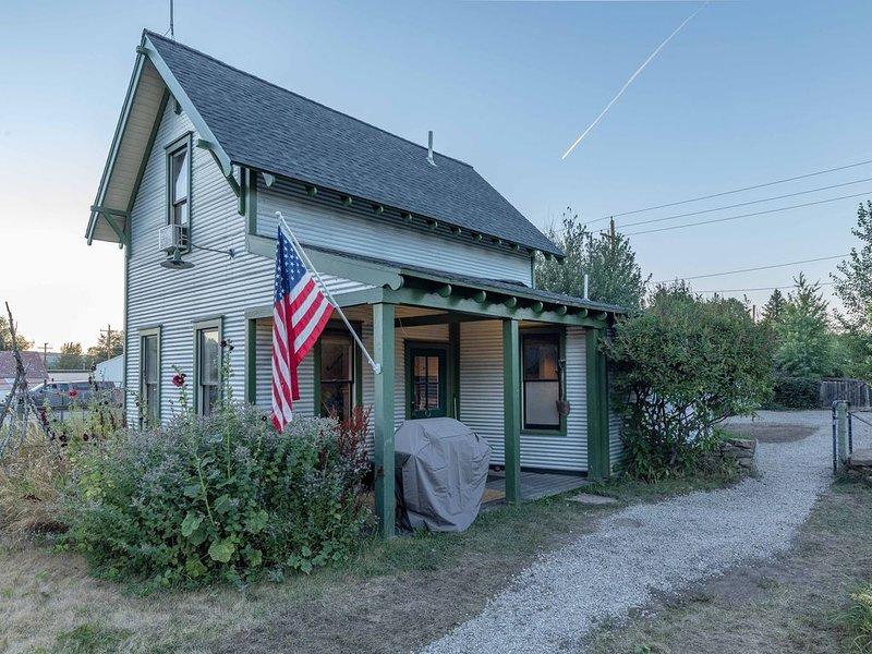 Perfect place to call home while exploring Southwest Montana !, aluguéis de temporada em Gallatin Gateway