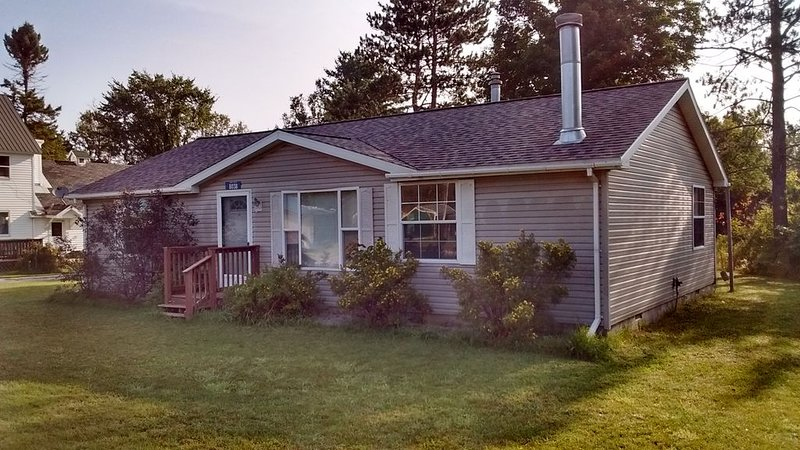 Gateway to Pictured Rocks & Seney NWR 2BR Cottage located on Manistique River, holiday rental in Curtis