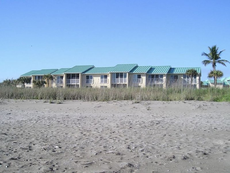 Oceanfront 2 Bed, 2 Bath , Beautiful! Fall Specials, location de vacances à Fort Pierce