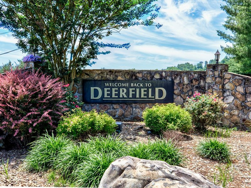 Norris Lakefront Condo in Deerfield Resort, holiday rental in Duff