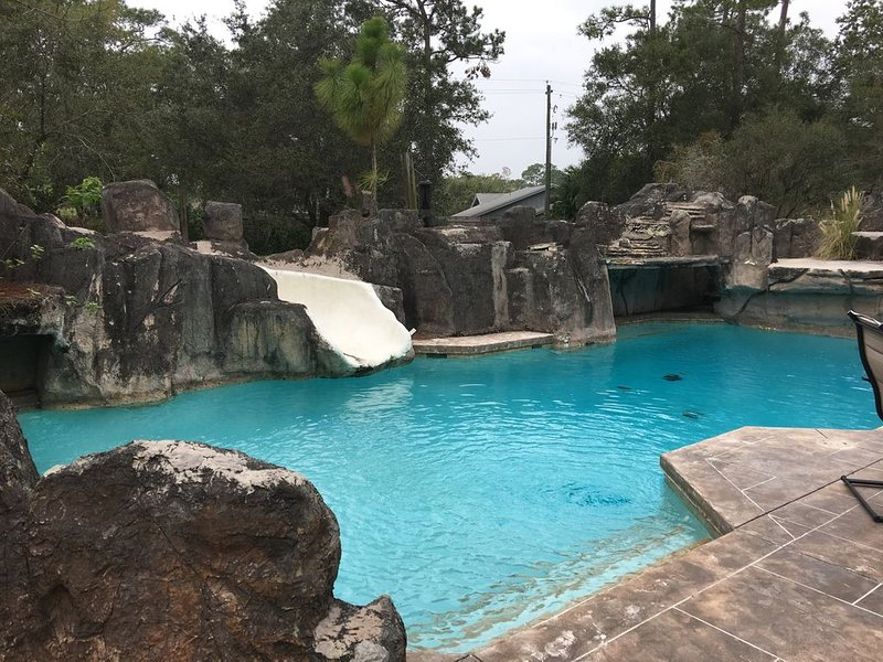 Private Getaway with Resort like pool (closed month of January), holiday rental in Myakka City