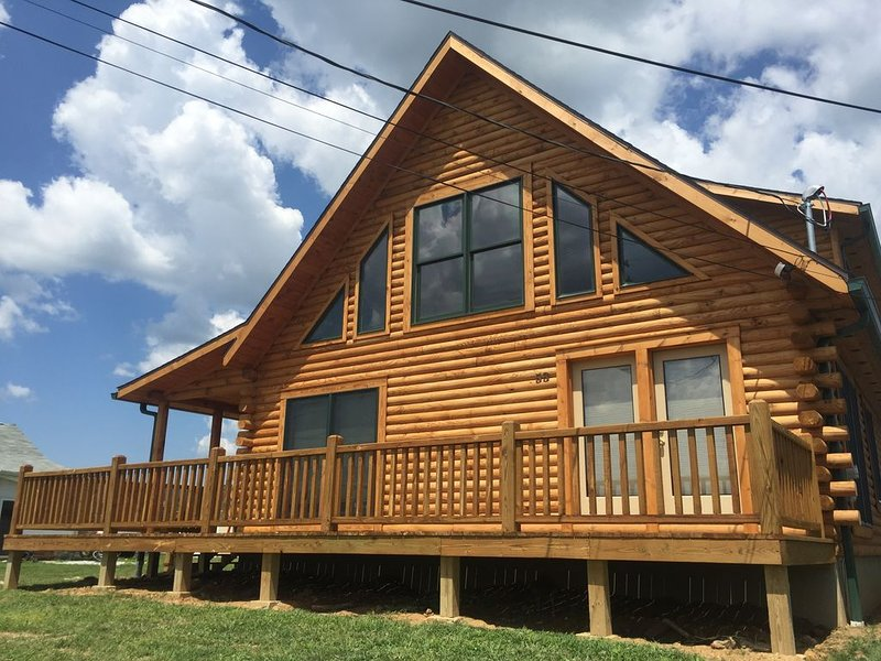 Gorgeous Log Home-Sleeps 12!, holiday rental in Emmitsburg