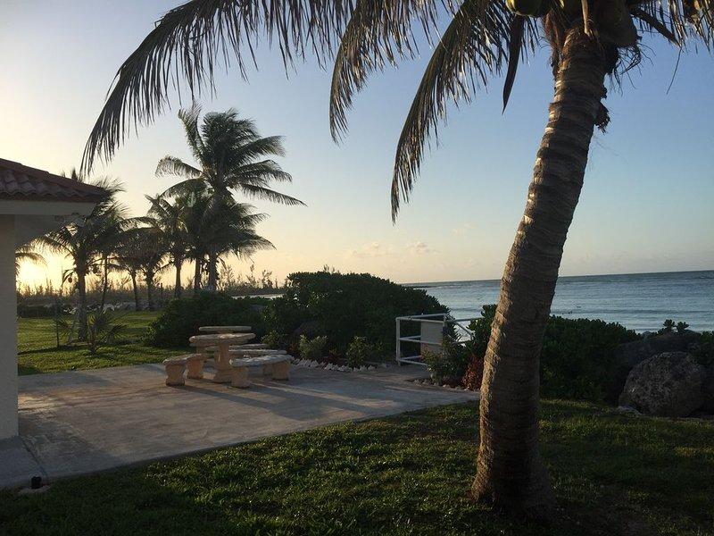 Sitzecke neben Pavillon, Schritte zum Strand!