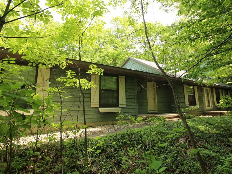 Trillium Retreat is conveniently located in the Village of Sister Bay, holiday rental in Gills Rock