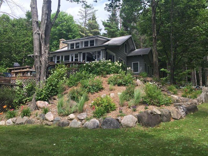 Beautiful, Private, Historic Home On 350 Feet Of Intermediate Lake, location de vacances à Central Lake