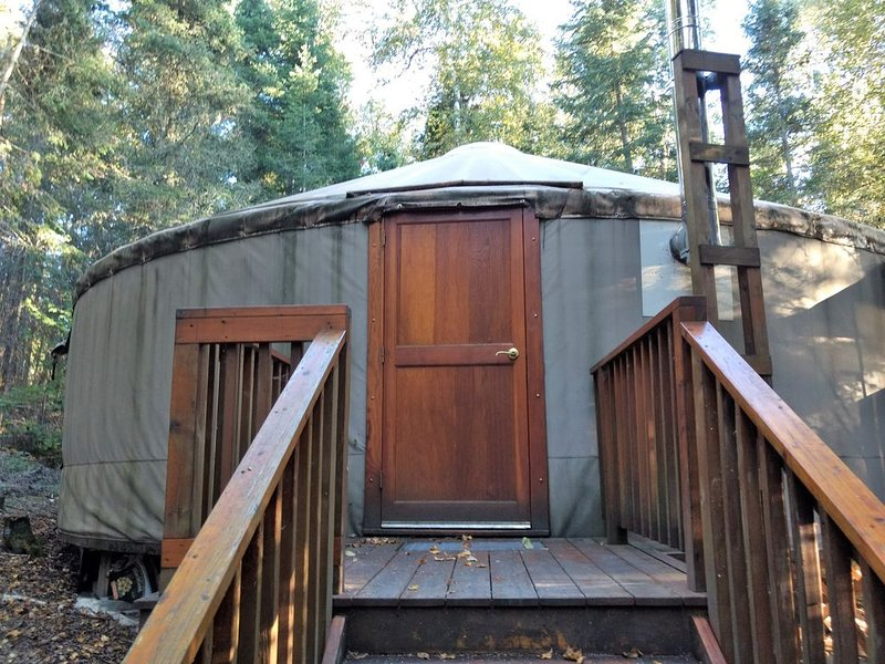 Eagle Yurt at Wilderness Wind, Ely, MN with 3 bedrooms and full kitchen, casa vacanza a Ely