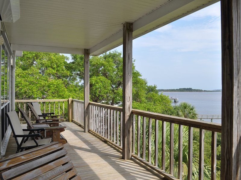 Seahorse Landing Cedar Key - Gulf front unit for rental (December discounts***), vacation rental in Cedar Key