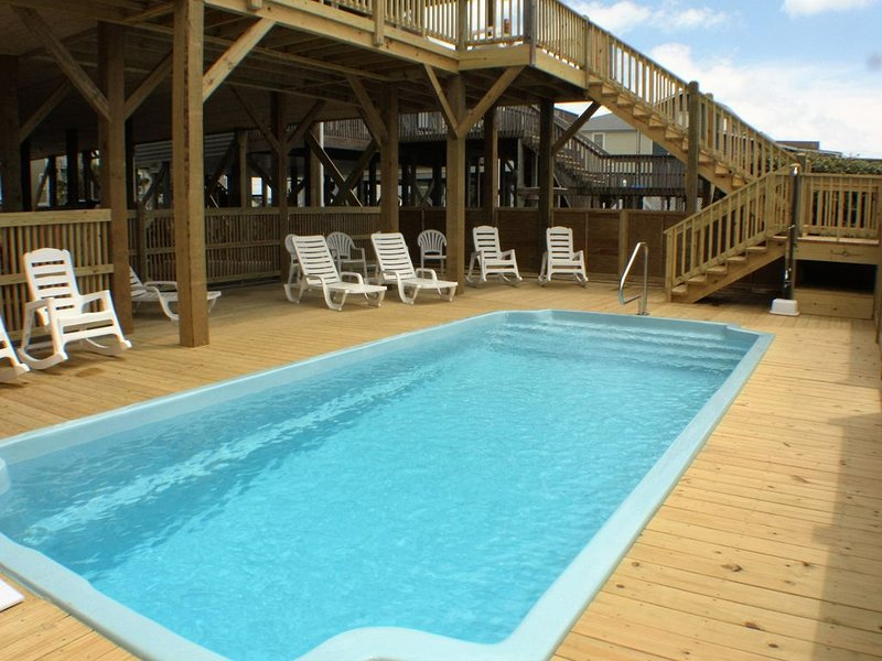 Classic OCEANFRONT POOL HOME Directly on the Sand, holiday rental in Holden Beach