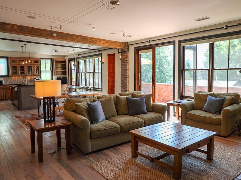 Impeccable Top Floor Loft in the Heart of Downtown Ridgway, location de vacances à Ridgway