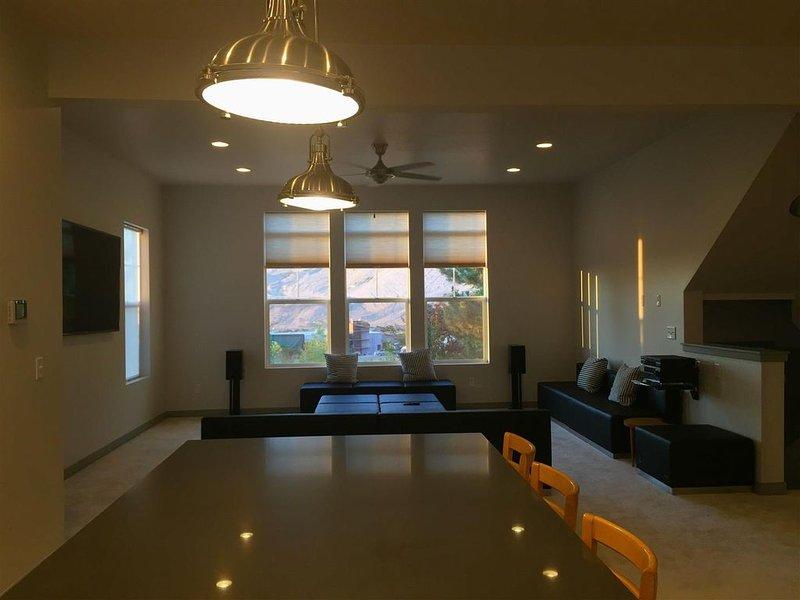 Brand New 2 BR/2.5 Bath, Hillside Luxury Ski Home, casa vacanza a Cottonwood Heights