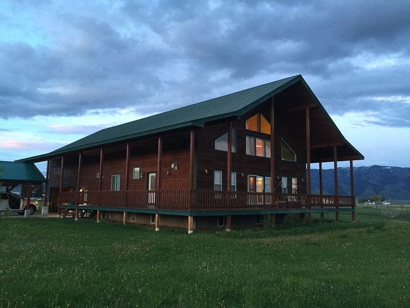 Large Private Cabin Retreat - Star Valley, WY. Fishing, Hiking, Jackson Hole, casa vacanza a Afton