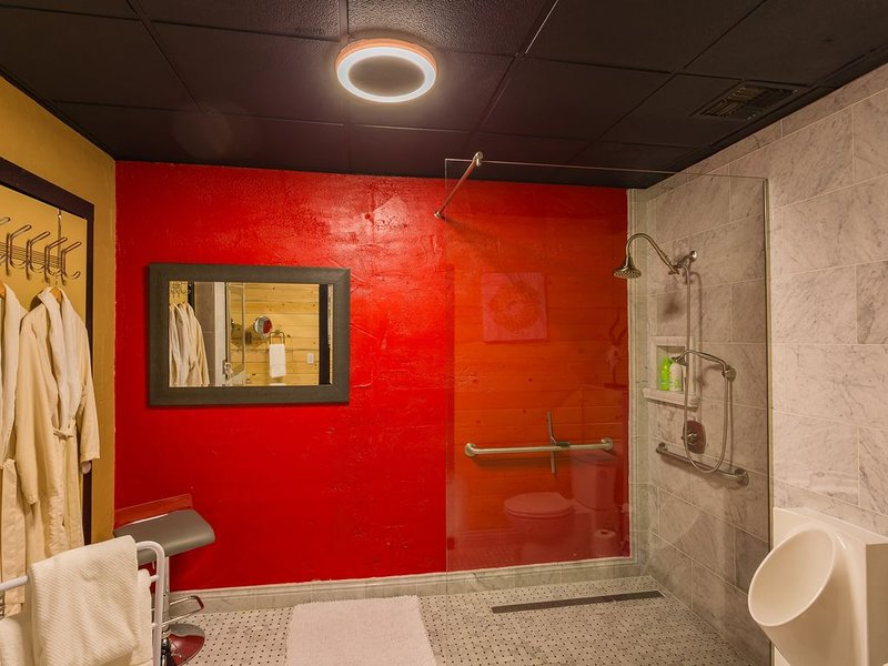 The Red Room - Missoula's Premiere Downtown Private Rental & Lounge, alquiler de vacaciones en Missoula