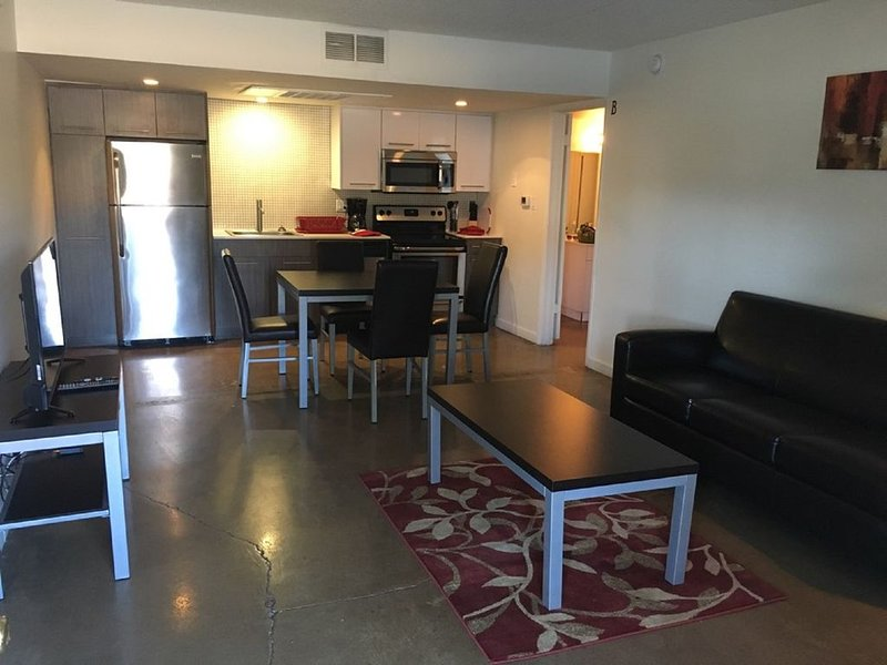 Nice 2B 2B Apartments Walking Distance to ASU & Minutes to Downtown Tempe, vacation rental in Tempe