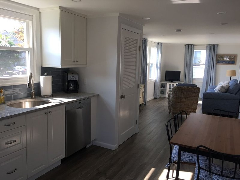 Newly Renovated Cottage - Minutes to Beaches, Cliff Walk, and Downtown Newport!, holiday rental in Middletown