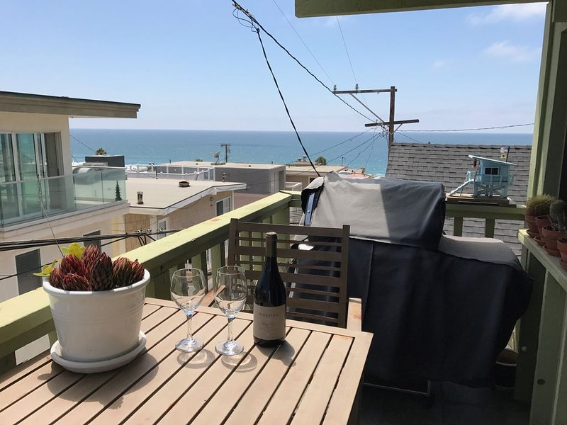 213 El Porto Street-Ocean View ( 'One Block to Beach'), location de vacances à El Segundo