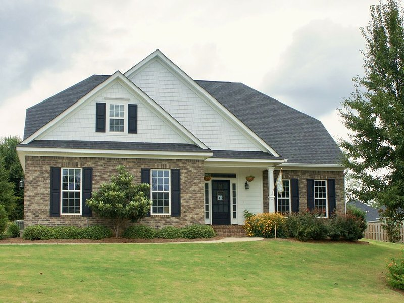 2 Story Home with Outdoor Living Area, location de vacances à Grovetown