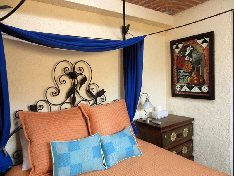 Perfect Hideaway Spanish Colonial Apartment in the Heart of the Historic Center, vacation rental in Queretaro City