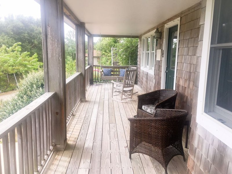 Traditional Nags Head Cottage in the Heart of Nags Head, alquiler de vacaciones en Nags Head