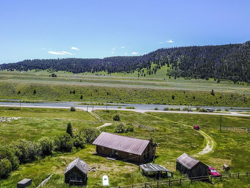 Montana Hideaway on the Madison River, holiday rental in Cameron