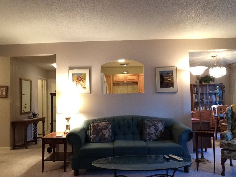 Fully-Furnished 2-Bedroom / 2-Bath Condo ~ Boulder, Colorado, holiday rental in Eldorado Springs
