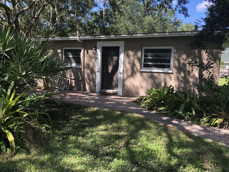 Cozy quite cottage nestled in Safety Harbor, vacation rental in Safety Harbor