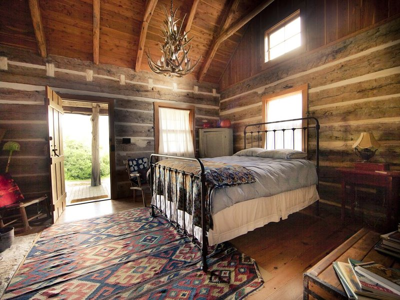 StarHill Farms Cabin on the Hill, holiday rental in New Ulm